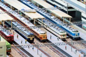 あずさ車両の走りを再現した鉄道模型